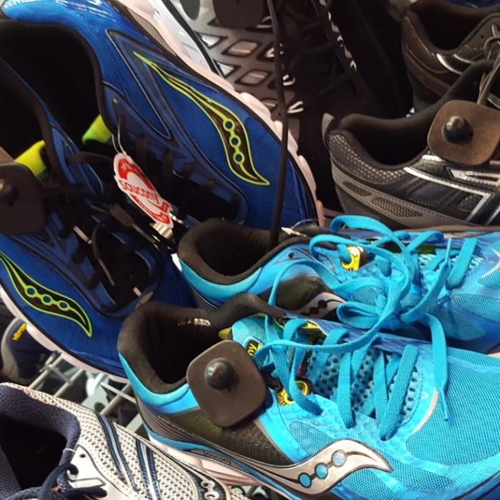 מגה ספורט עודפים, נעלי ריצה 389 שקלים במקום 649 שקלים