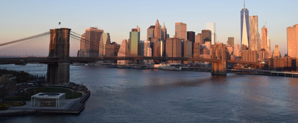 גשר ברוקלין בזמן הזריחה