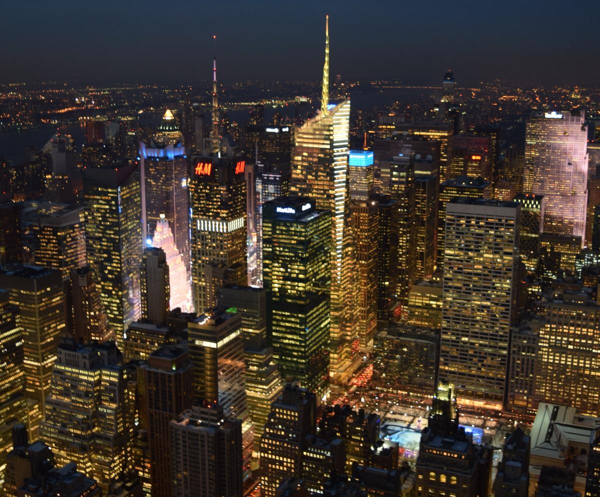 התצפית מהאמפייר סטייט בילדינג אל מידטאון ווסט מנהטן ניו יורק