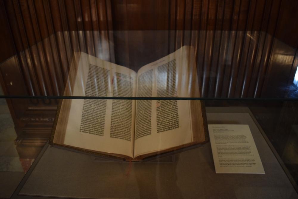 """הדפסה של תנ""""ך גוטנברג, אחד מ- 48 עותקים"""