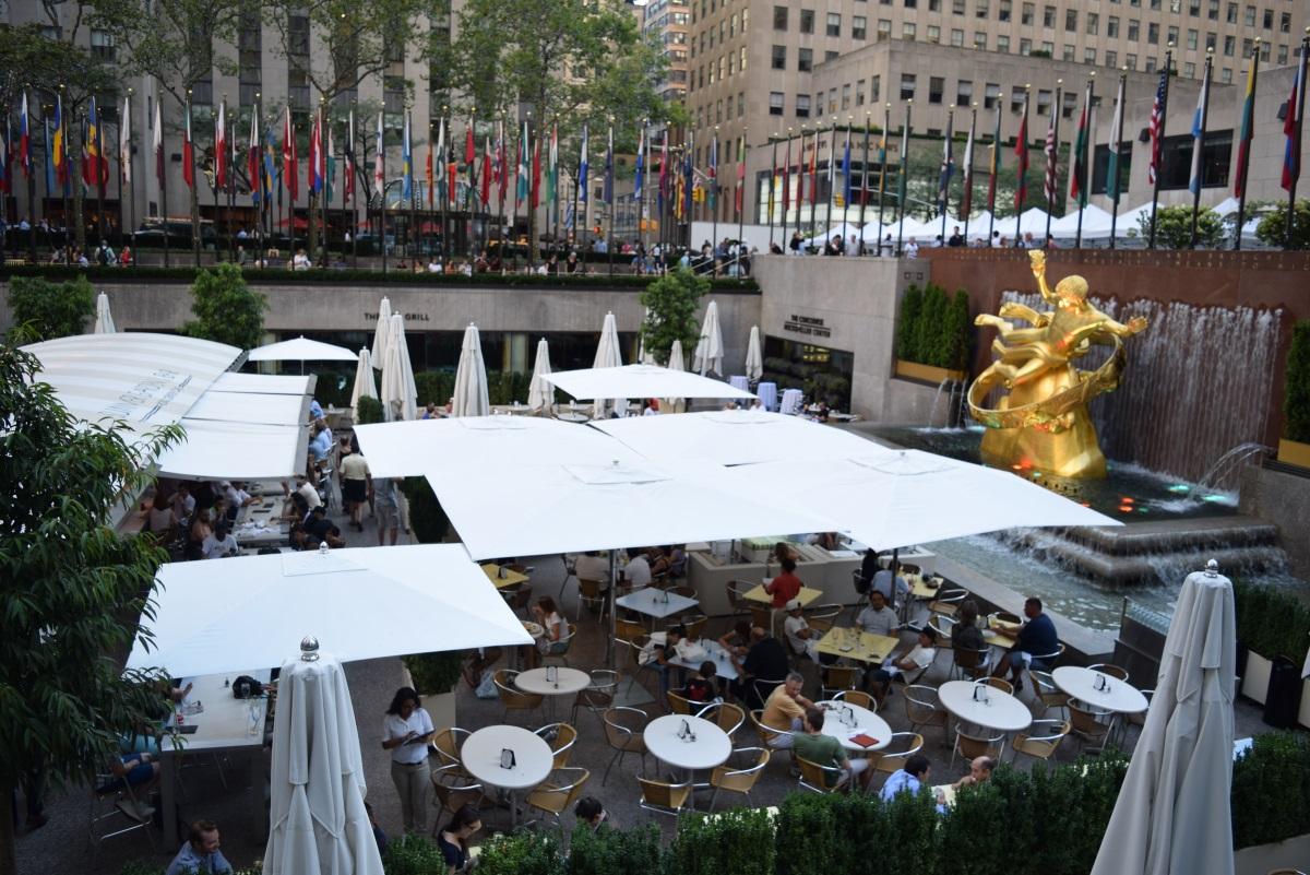 המסעדה בבניין רוקפלר בקייץ ניו יורק