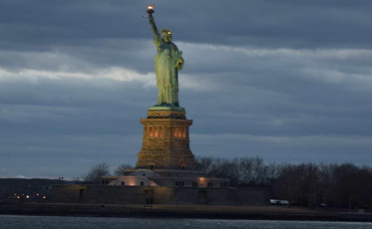 פסל החירות במבט מהמעבורת ניו יורק