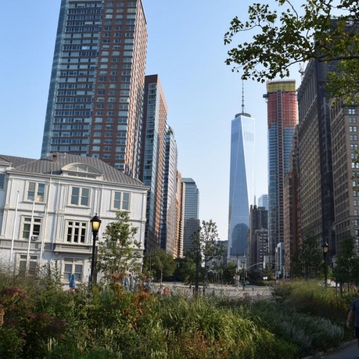 אם אתם במרכז הסחר העולמי - פשוט תרדו למטה בנתיב הזה פסל החירות ניו יורק