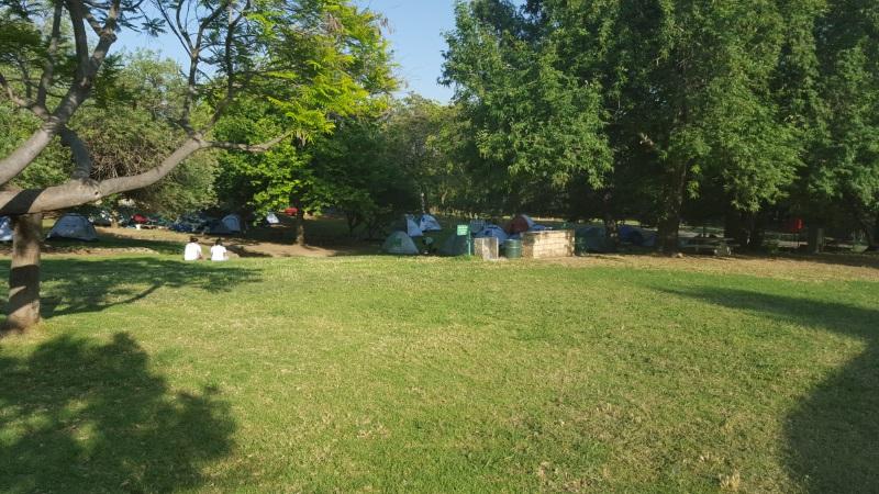 הרבה דשא קמפינג חורשת טל