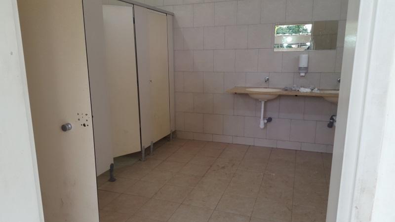 מקלחות ושירותים קמפינג חורשת טל