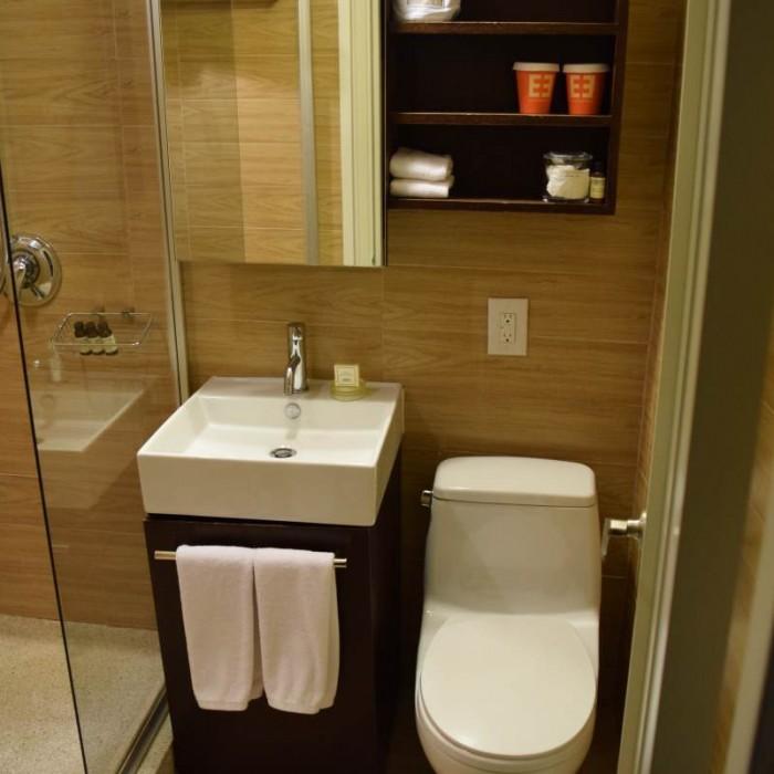 חדר המקלחת מלון אמפייר ניו יורק