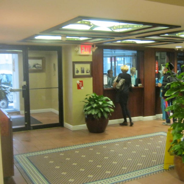 הכניסה והקבלה מלון הראלד סקוור ניו יורק