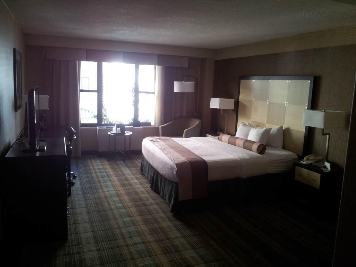החדר במבט מהכניסה מלון הולידיי אין רחוב 57
