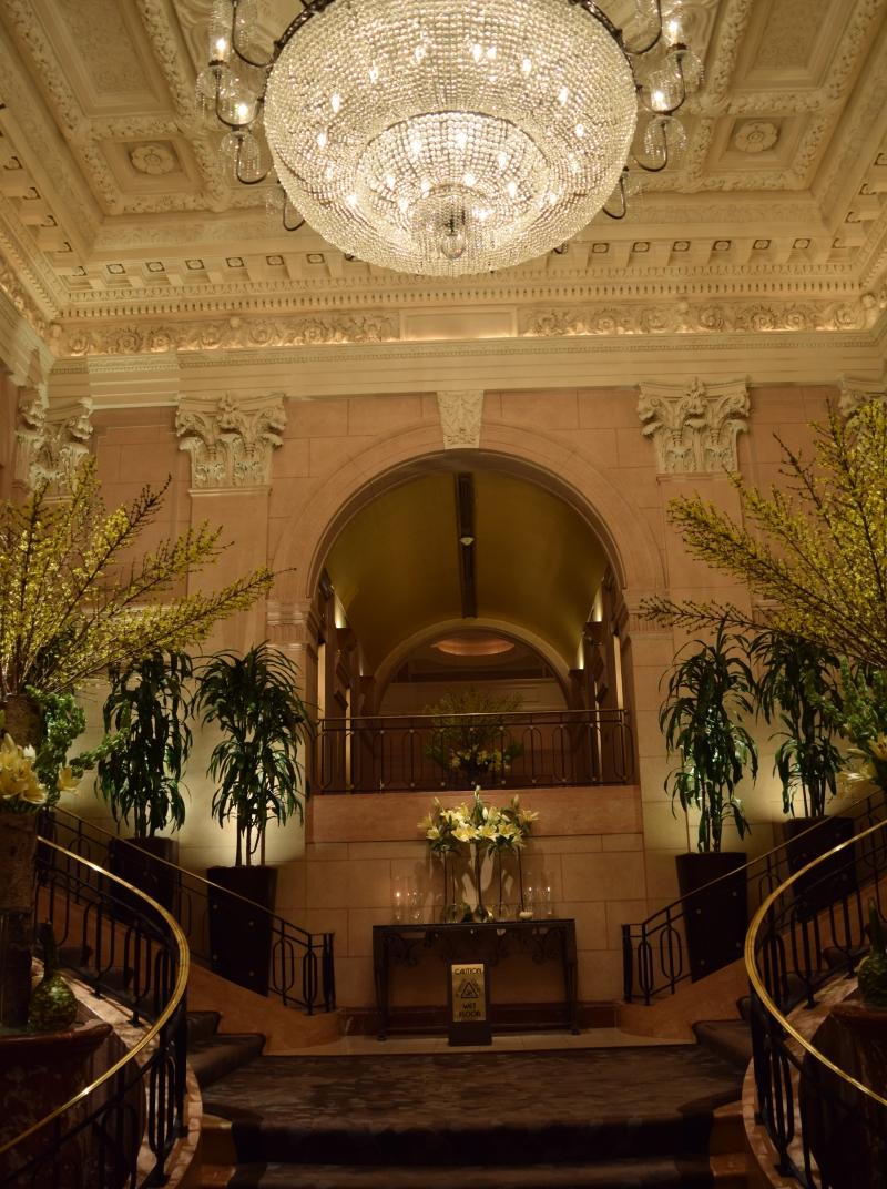 הכניסה היפיפיה של מלון הפנינסולה