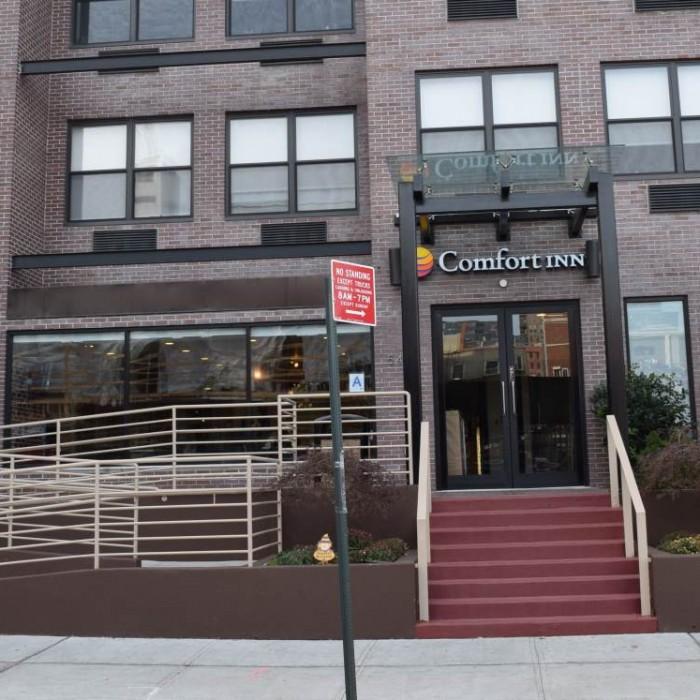הכניסה למלון קומפורט אין מידטאון ווסט ניו יורק
