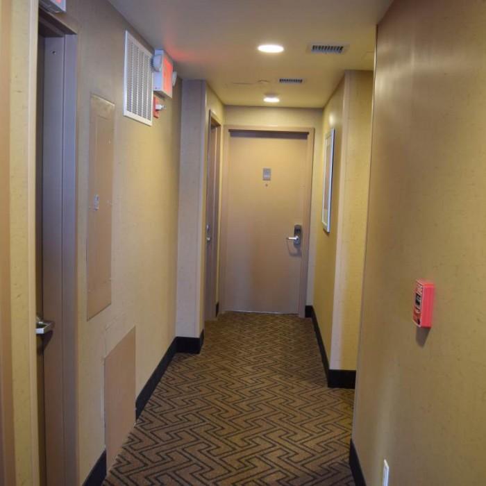 מסדרון בקומת החדרים מלון קומפורט אין מידטאון ווסט ניו יורק