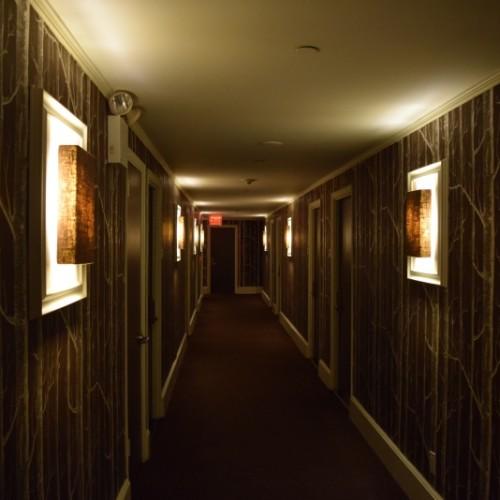 מסדרון במלון אמפייר