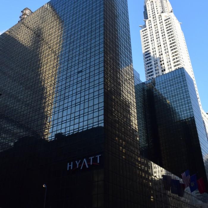 צמוד לבניין קרייזלר מלון גרנד הייאט ניו יורק