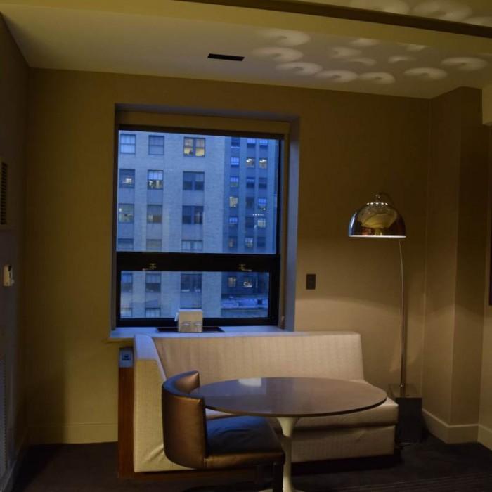 פינת ישיבה בחדר מלון גראנד הייאט ניו יורק