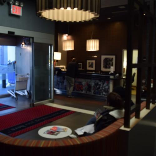 הכניסה מלון המפטון סוהו ניו יורק