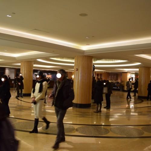 הכניסה למלון הילטון מידטאון ניו יורק