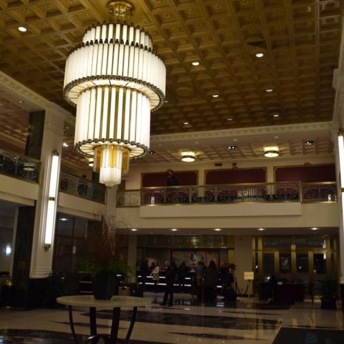 לובי מלון הניו יורקר ועמדת הקבלה