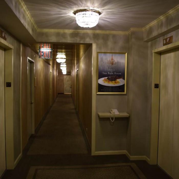 מסדרון בקומת החדרים מלון פארק ליין ניו יורק