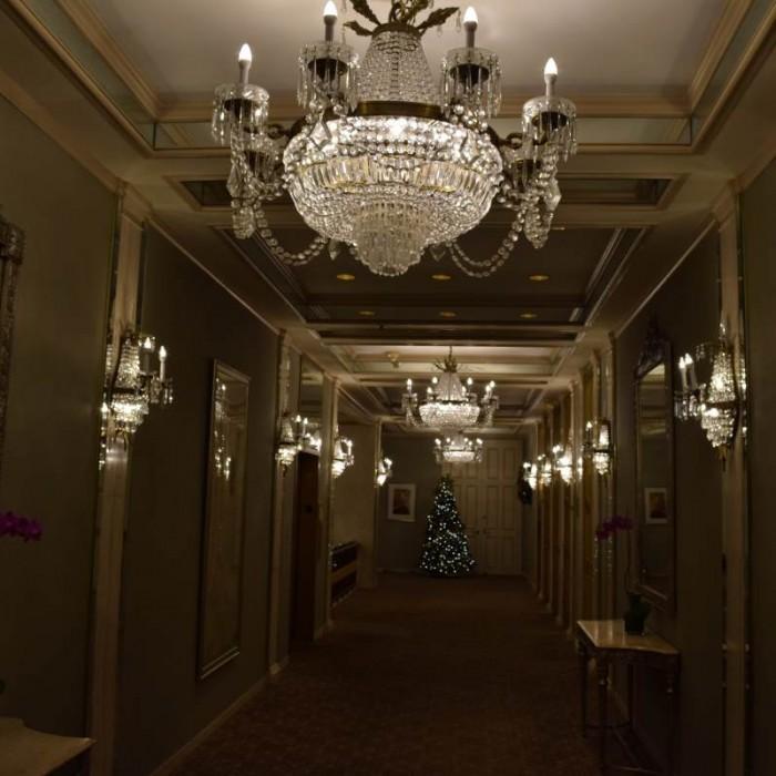 מסדרון בקומה העליונה מלון פארק ליין ניו יורק