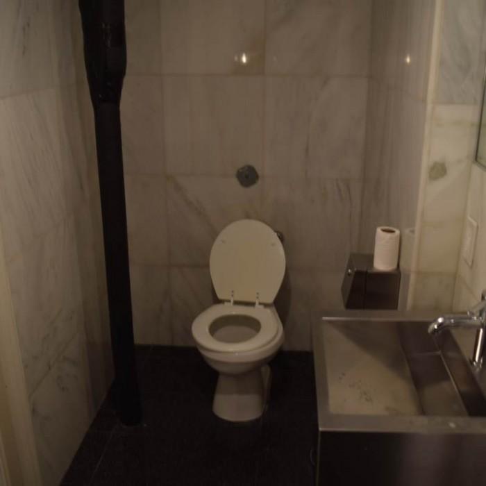 השרותים הציבוריים מלון פוד 51 ניו יורק