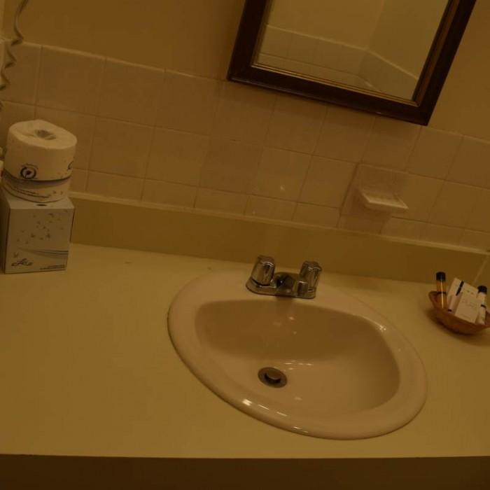 חדר האמבטיה מלון סליסבורי ניו יורק