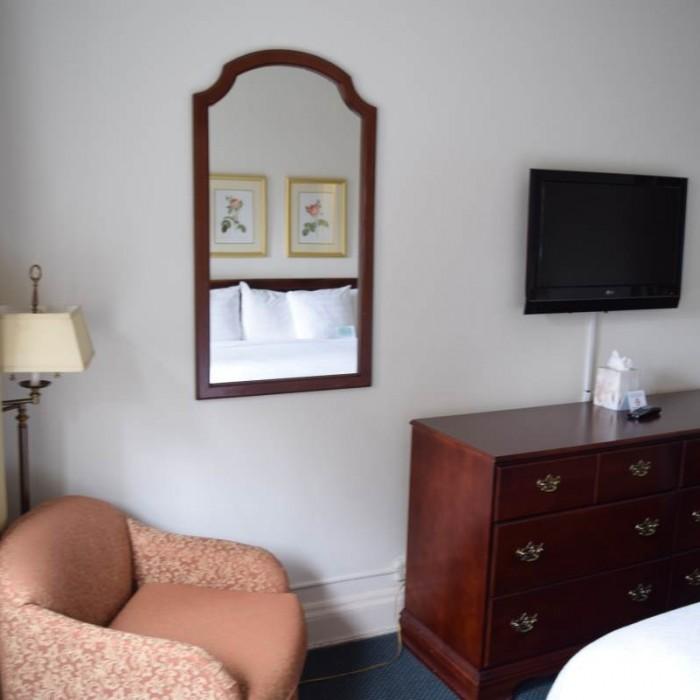 הריהוט בחדר השינה מלון סליסבורי ניו יורק