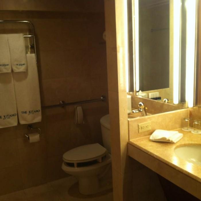 חדר האמבטיה מלון קיטאנו ניו יורק