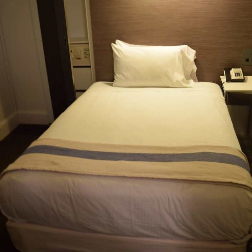 החדר הקטן (BROADWAY CLASSIC) - מאוד קטן. מלון פרמונט ניו יורק