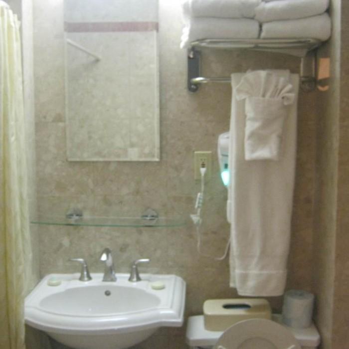 חדר אמבטיה מלון רדיו סיטי ניו יורק