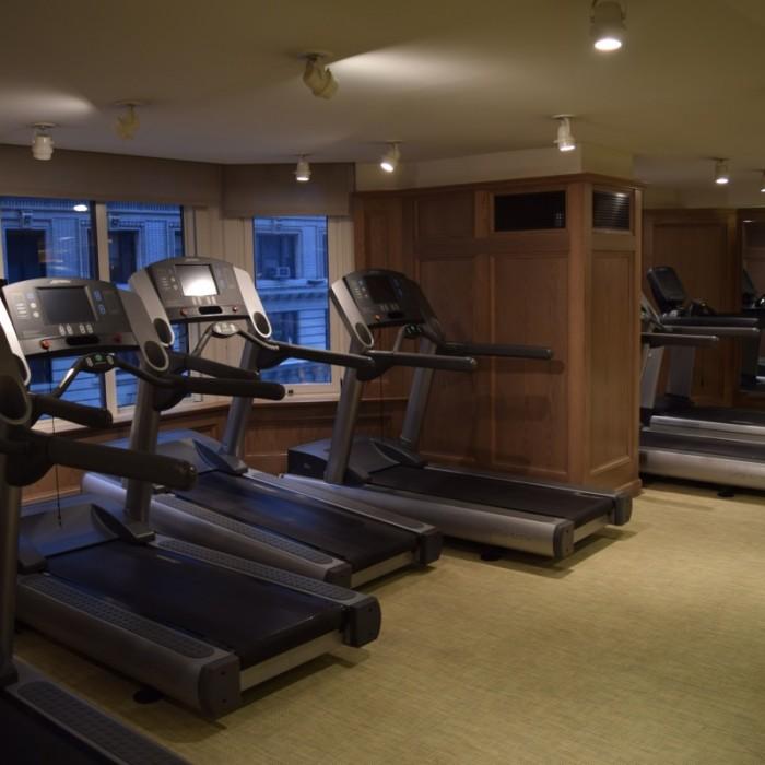 חדר כושר חלק אירובי מלון לונדון ניו יורק