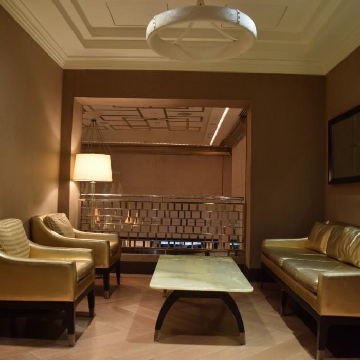 אין לובי אבל יש מערכת ישיבה אחת בקומה השניה מלון לונדון ניו יורק