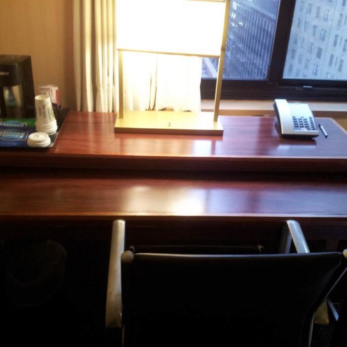 השולחן והריהוט מלון The Manhattan at Times Square Hotel