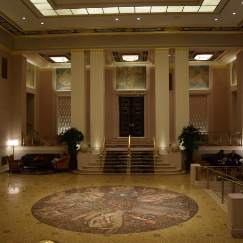חדר הכניסה למלון וולדורף אסטוריה