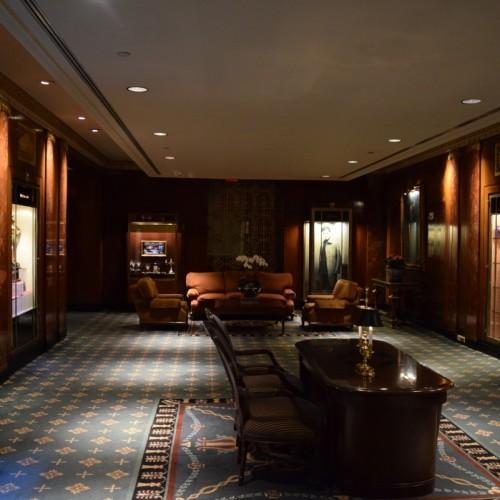 לובי צידי במלון וולדורף אסטוריה ניו יורק