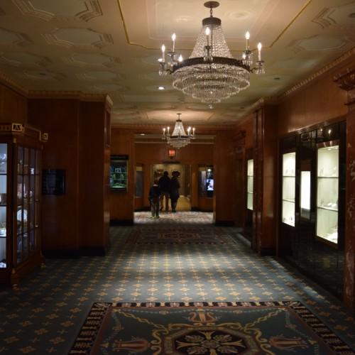 מסדרון היציאה במלון וולדורף אסטוריה