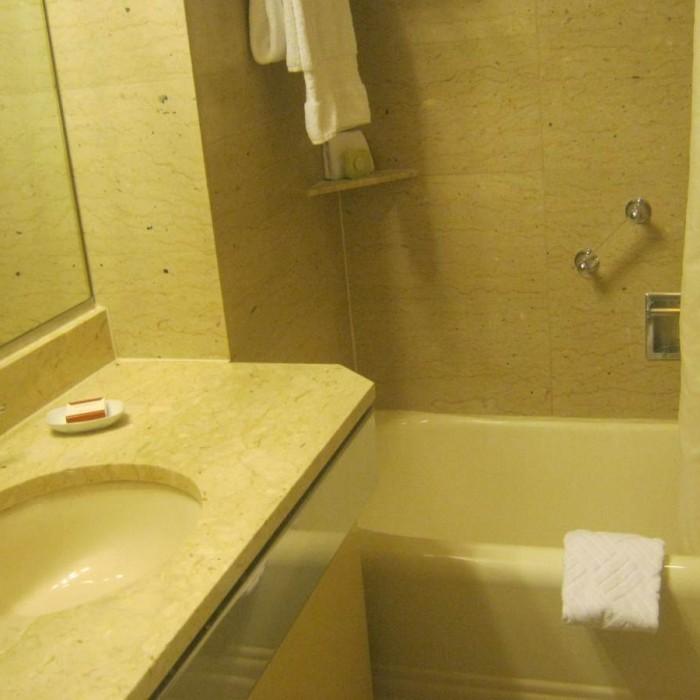 אמבטיה מלון וולדורף אסטוריה ניו יורק