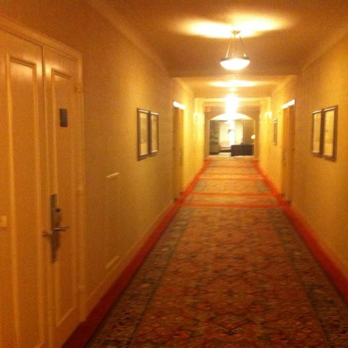 מסדרון בקומת החדרים מלון\ וולדורף אסטוריה ניו יורק