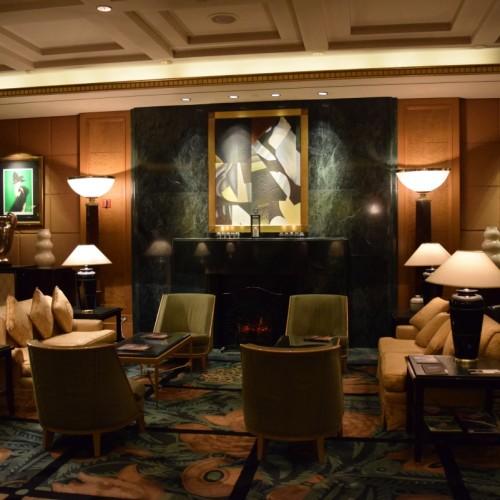 פינת ישיבה בלובי במלון סופיטל