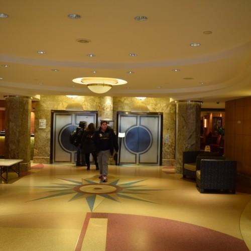 הכניסה והלובי של המלון