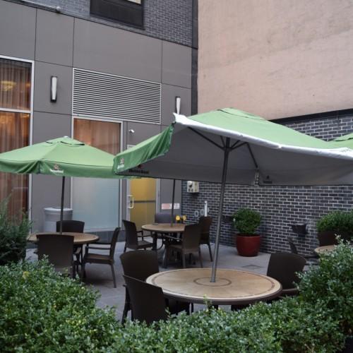 פינת ישיבה חיצונית מלון הילטון דבל טרי צ'לסי ניו יורק