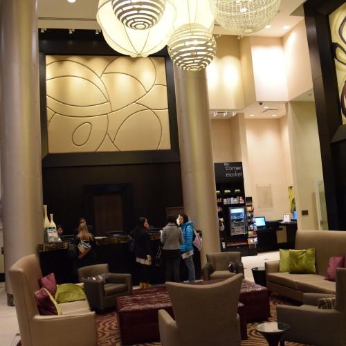 הלובי והקבלה במלון פיירפילד מידטאון