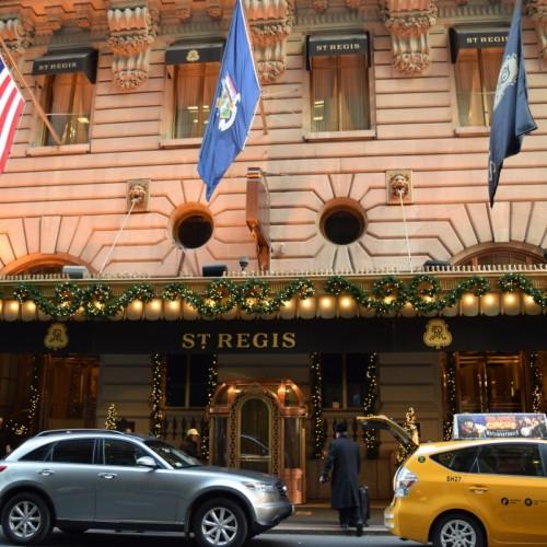 הכניסה למלון סט ריג'ס ניו יורק