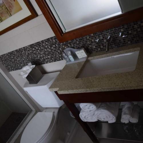 חדר האמבטיה מלון ווינדהאם צ'יינה טאון ניו יורק