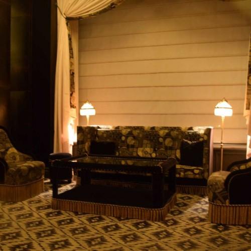 פינת ישיבה בלובי הקטן של המלון NoMad Hotel