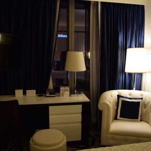 הריהוט בחדר מלון רזידנס אין סנטרל פארק