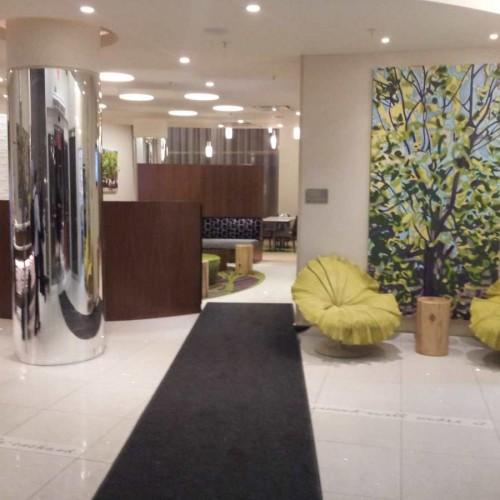 הכניסה למלון ספרינג היל סוויטס SpringHill Suites