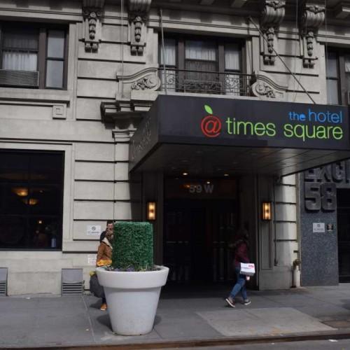 דלת הכניסה במלון The Hotel At Times Square