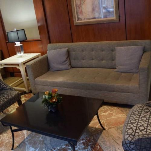 פינת ישיבה בלובי מלון וושינגטון ג'פרסון ניו יורק