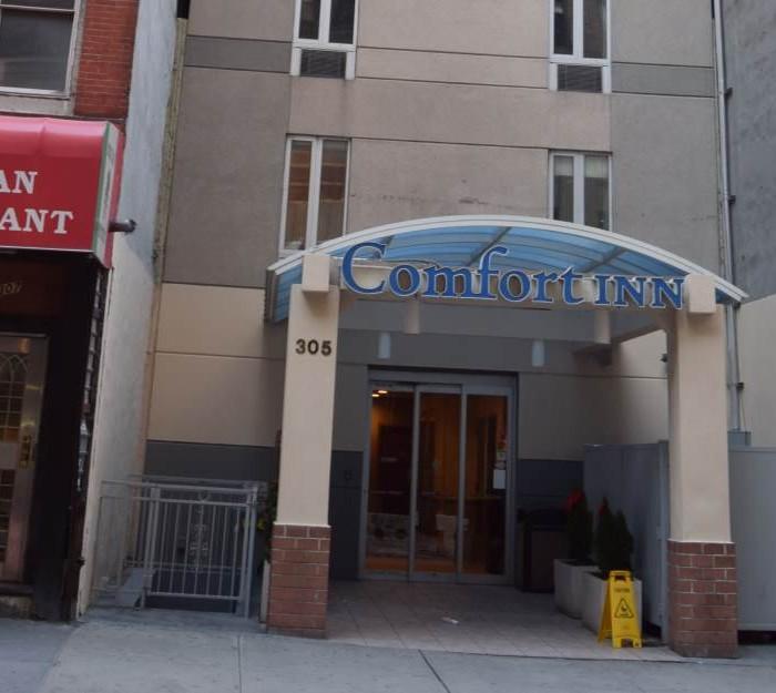 הכניסה למלון מלון קומפורט אין טיימס סקוור ניו יורק