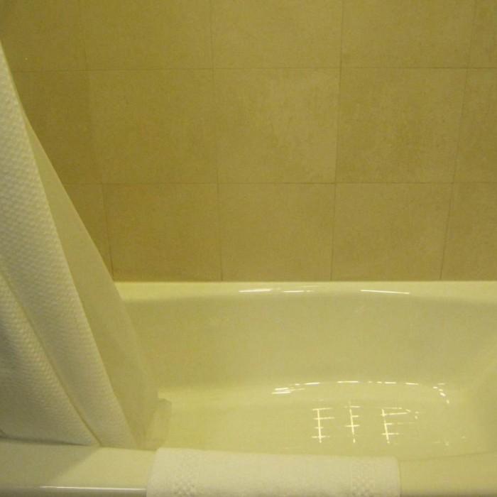 חדר אמבטיה מלון קורטיארד מידטאון ווסט ניו יורק